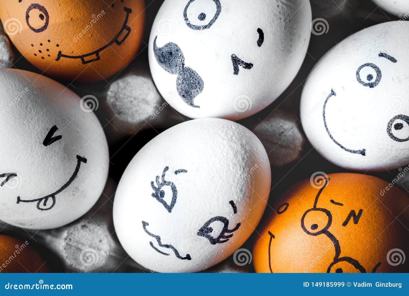 Mededeling en emoties van concepten de de sociale netwerken - eierenglimlach