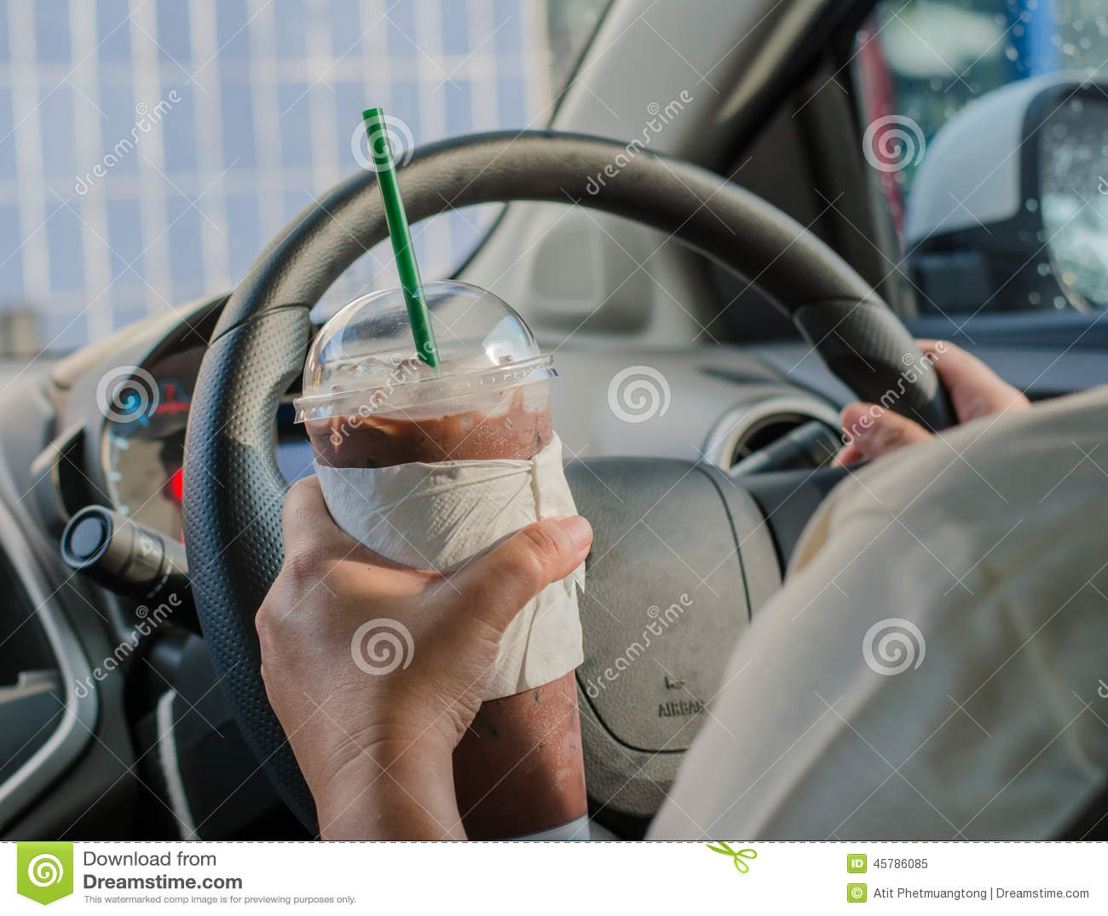Medelbegreppet - man att dricka kaffe, medan köra bilen