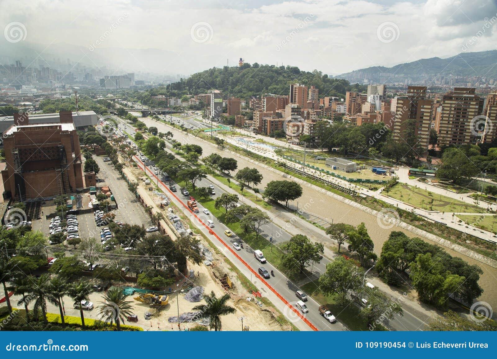 Medellin, Antioquia/Colômbia - 16 de dezembro de 2016 Parques do Rio e da vista panorâmica da cidade