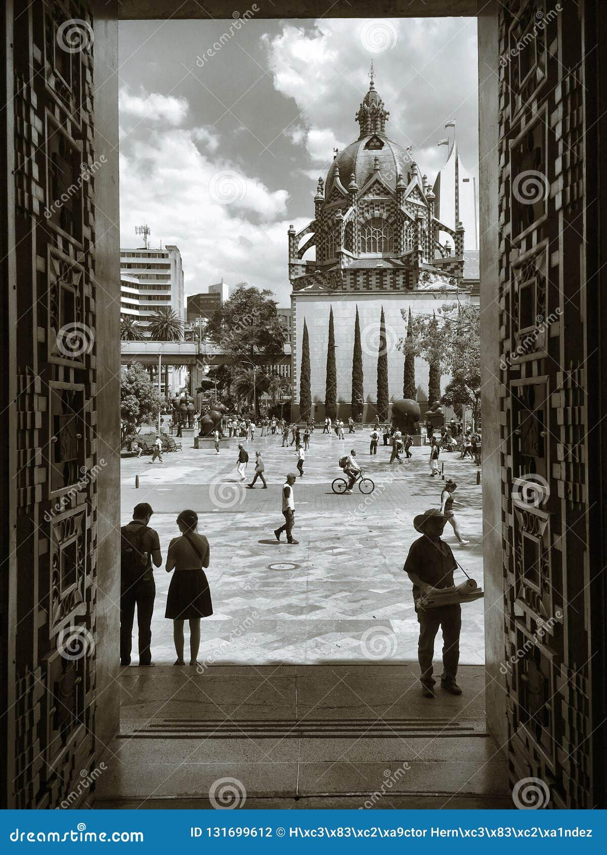 Medellin, Colômbia; 2 de novembro de 2018: Lugar de Botero em uma tarde normal