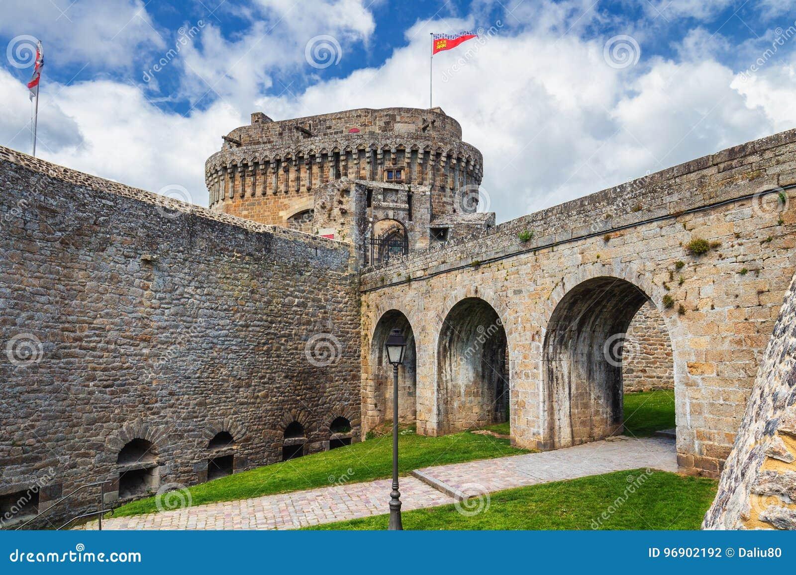 Medeltida Chateau de Dinan (slotten de Dinan) Dinan är ett walled B