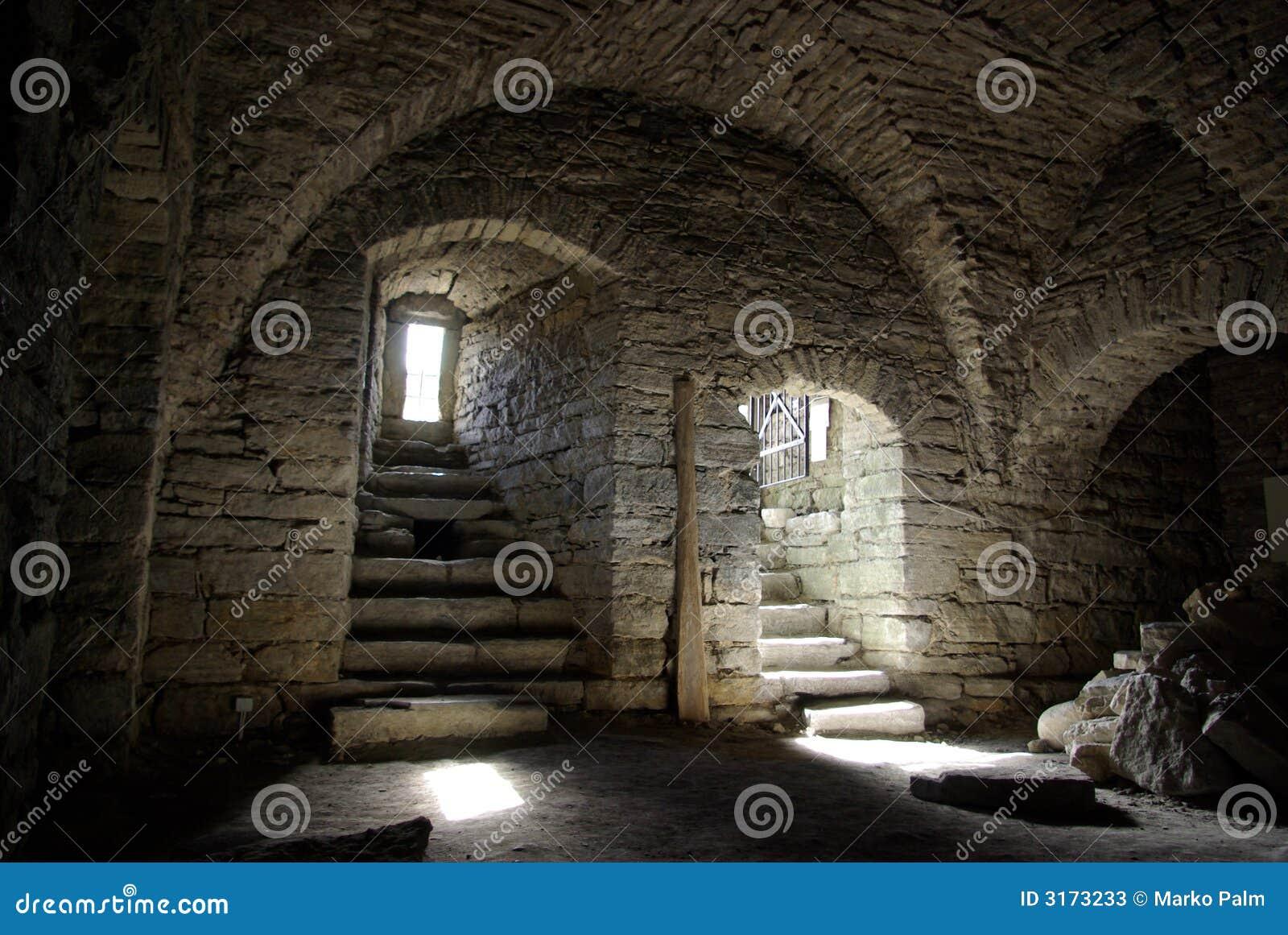 Medeltida sten för källare
