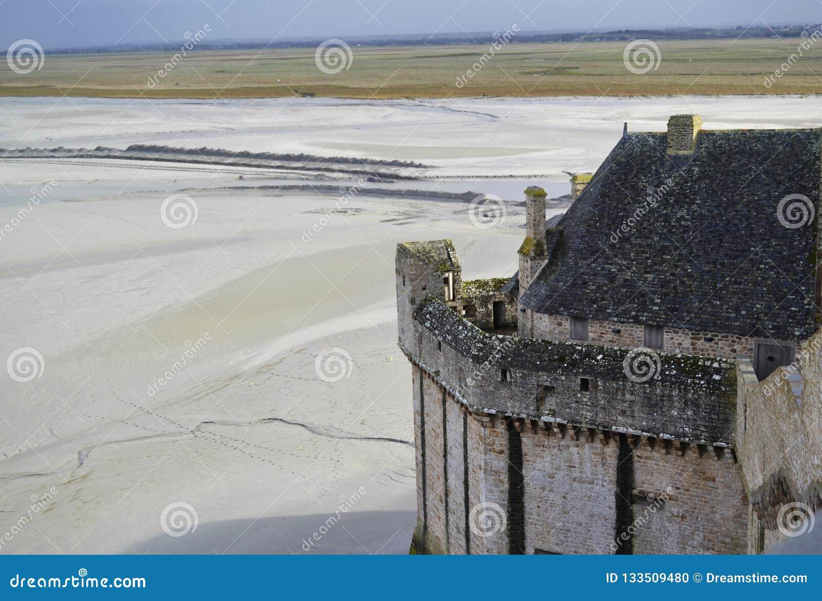 Medeltida stenvallar av klosterslotten