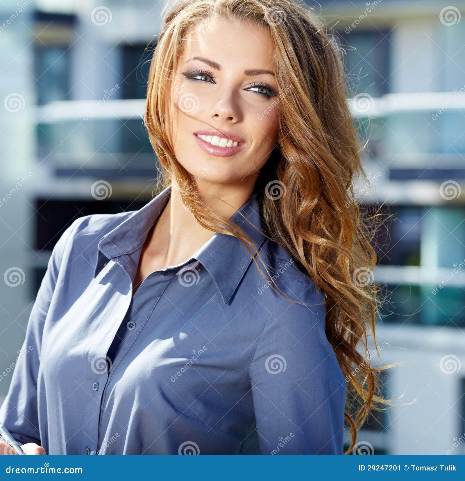 Download Mediador Imobiliário Atrativo Woman Imagem de Stock - Imagem de compra, homeowner: 29247201