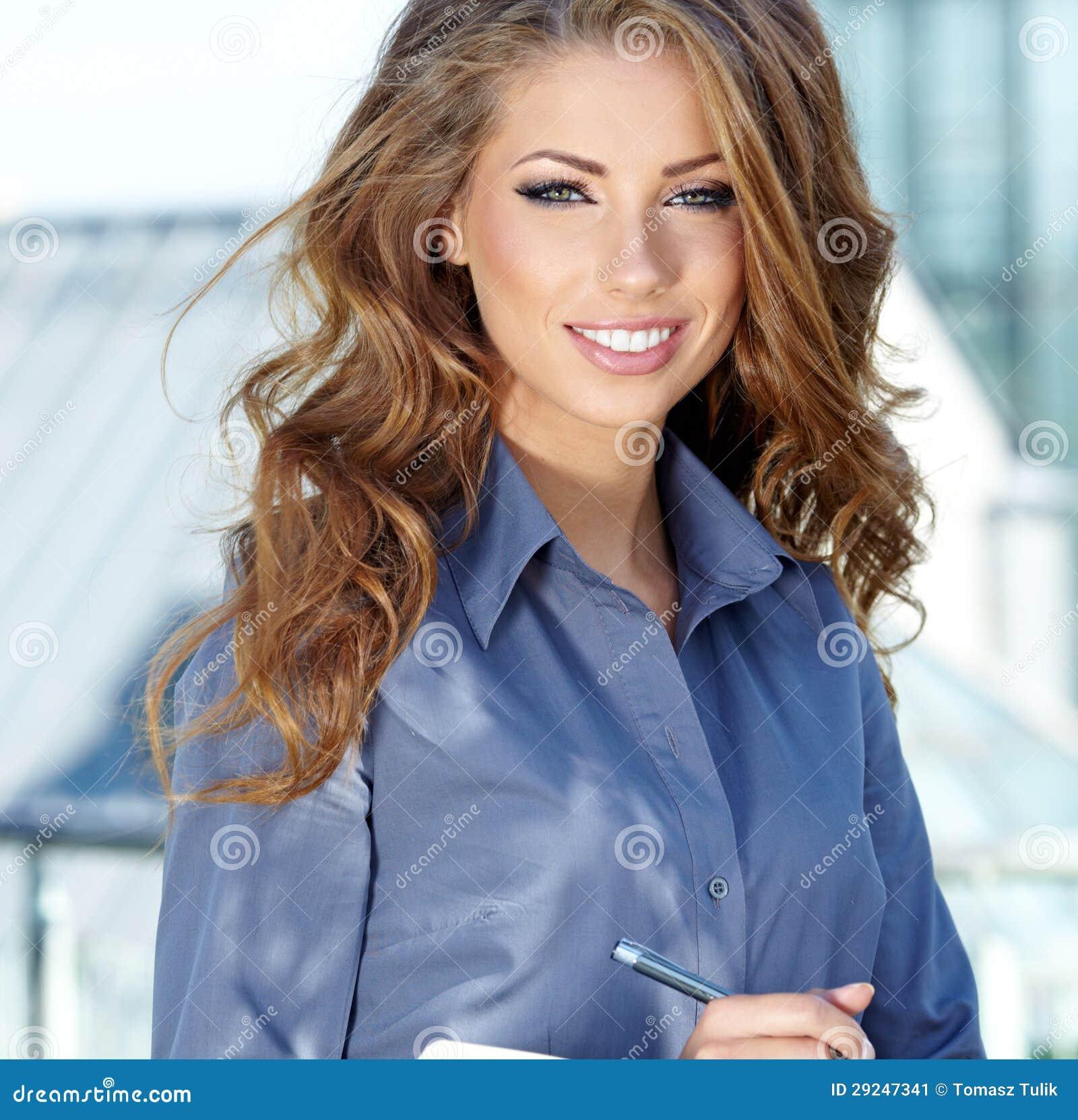Download Mediador Imobiliário Atrativo Woman Imagem de Stock - Imagem de propriedade, home: 29247341