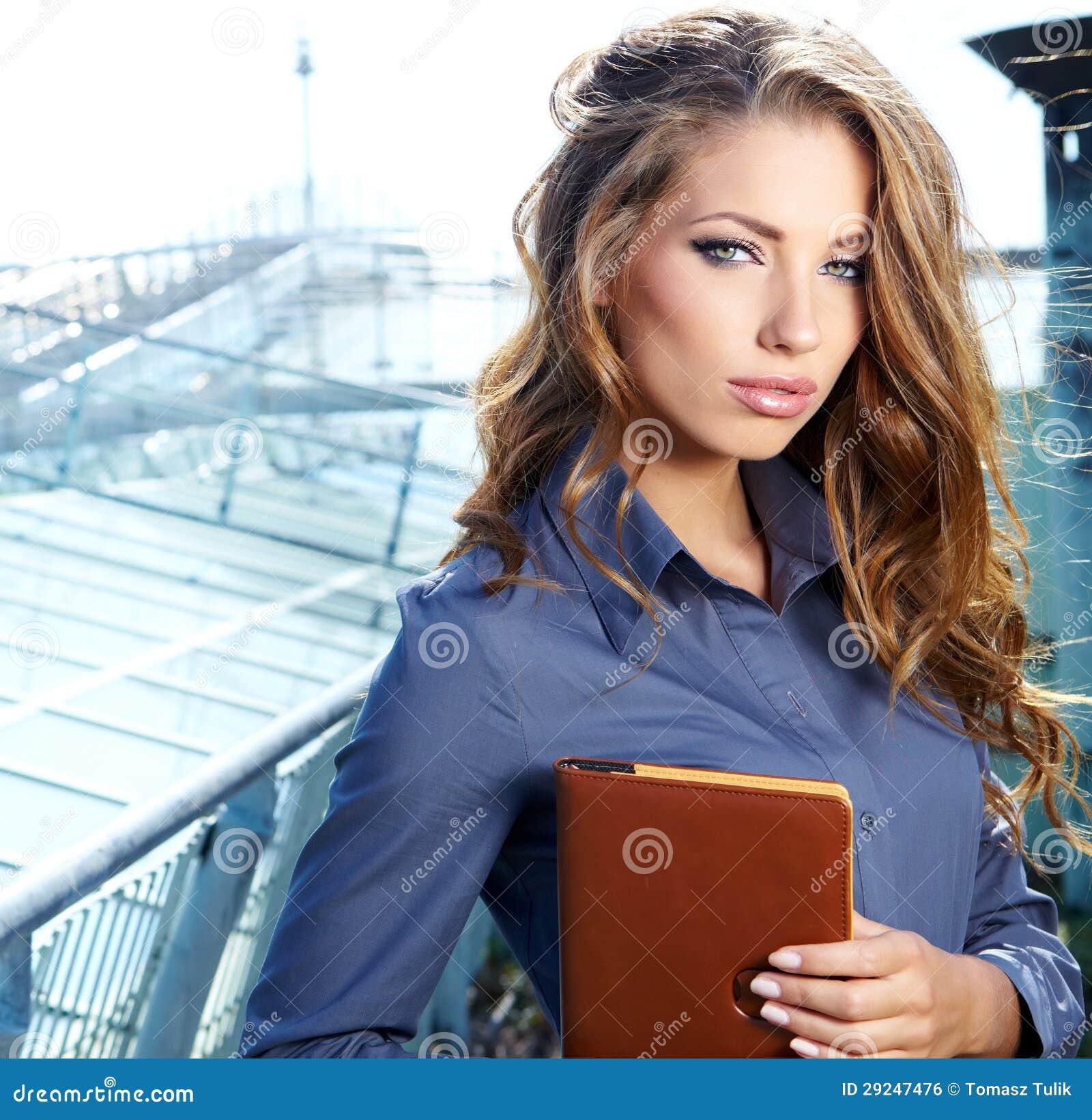 Download Mediador Imobiliário Atrativo Woman Foto de Stock - Imagem de escritório, venda: 29247476