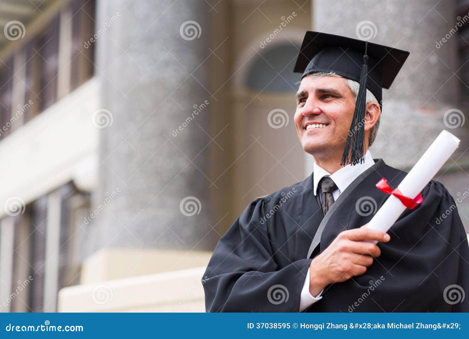 Mediados de graduado de la universidad de la edad