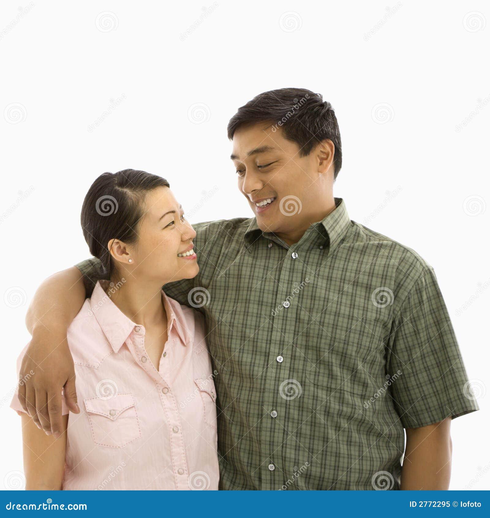 Mediados de pares asiáticos adultos.