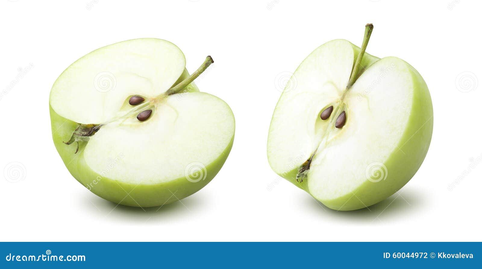 2 medias opciones de la manzana verde aisladas en el fondo blanco