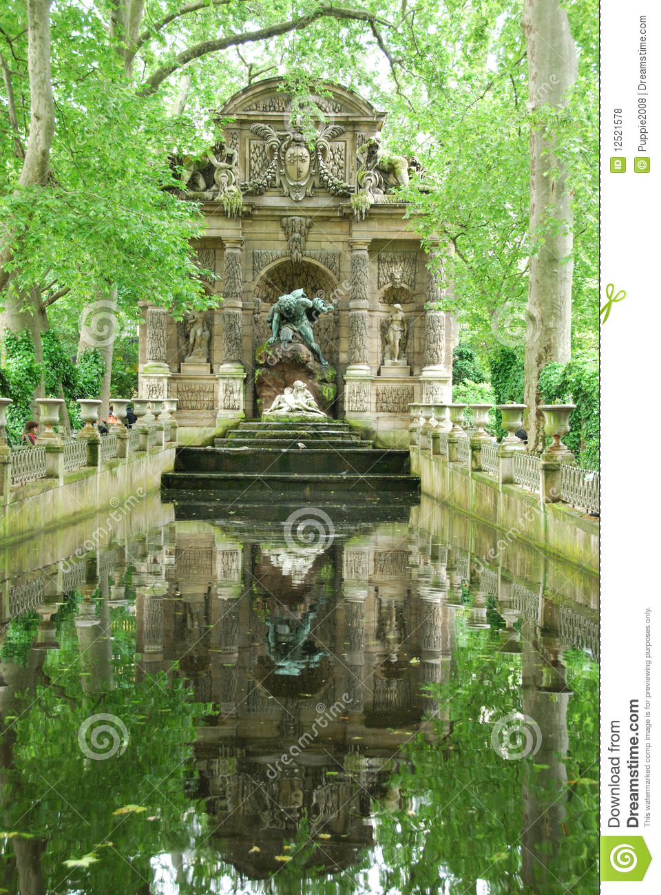 medici brunnen luxemburg arbeiten im garten stockfoto bild von medici kunst 12521578. Black Bedroom Furniture Sets. Home Design Ideas