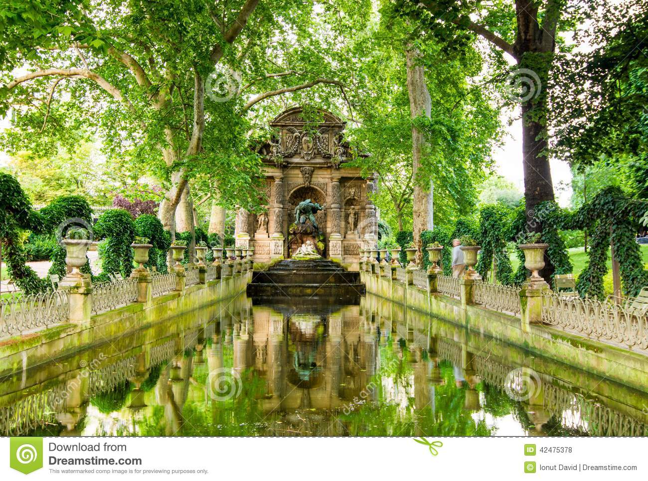 The medici fountain paris france stock photo image of for Buvette des marionnettes du jardin du luxembourg