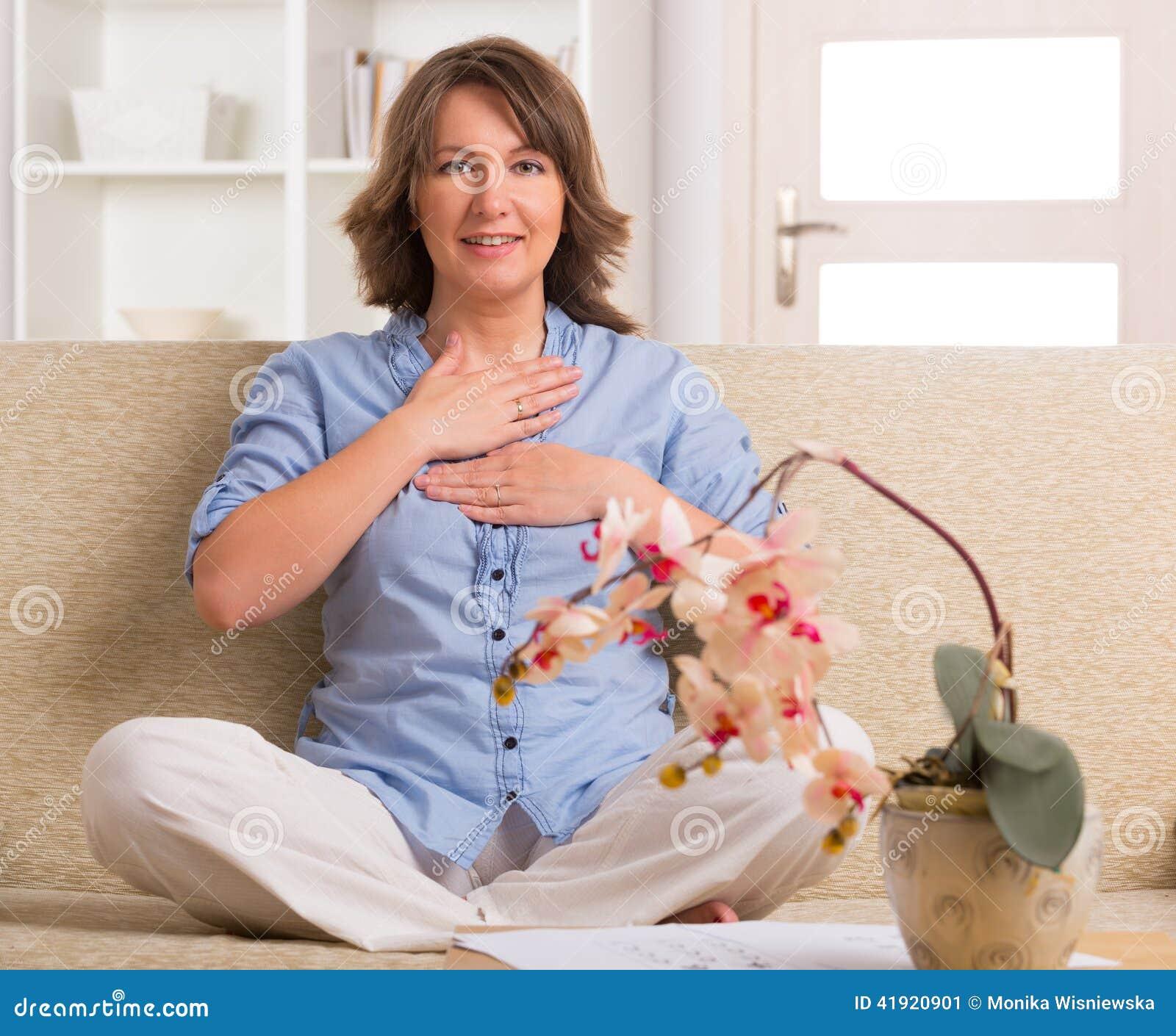 Medicina practicante de la energ?a de la mujer
