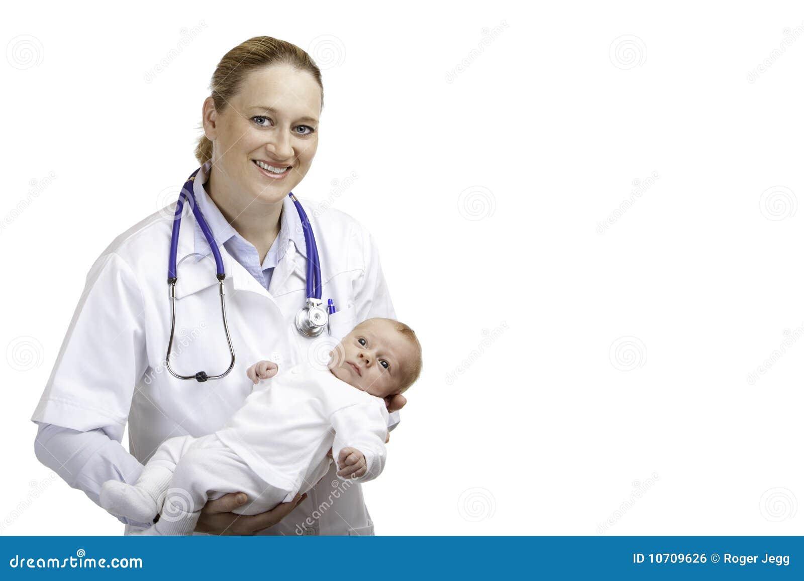 Medico con il bambino appena nato