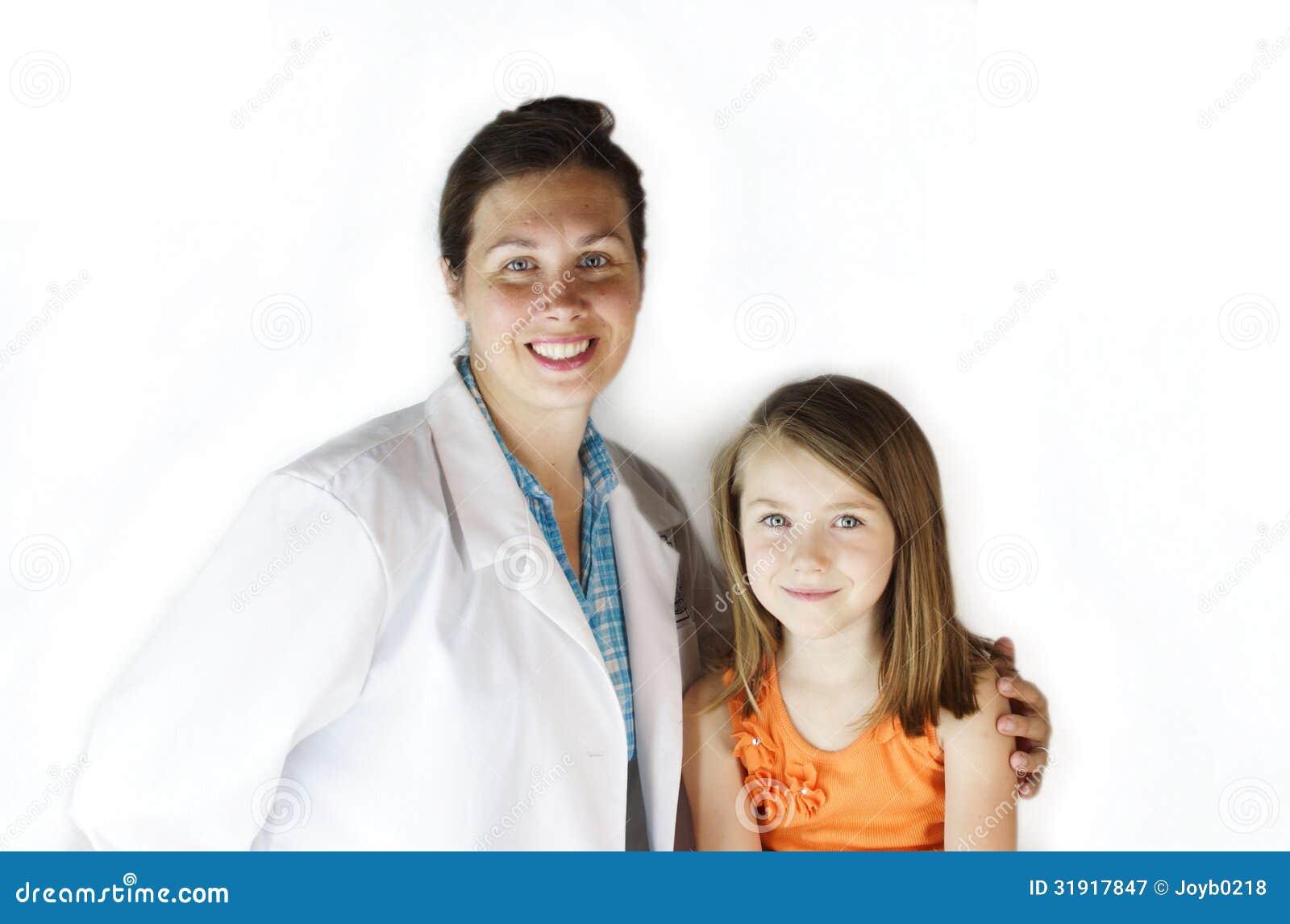 Medico con il paziente della ragazza