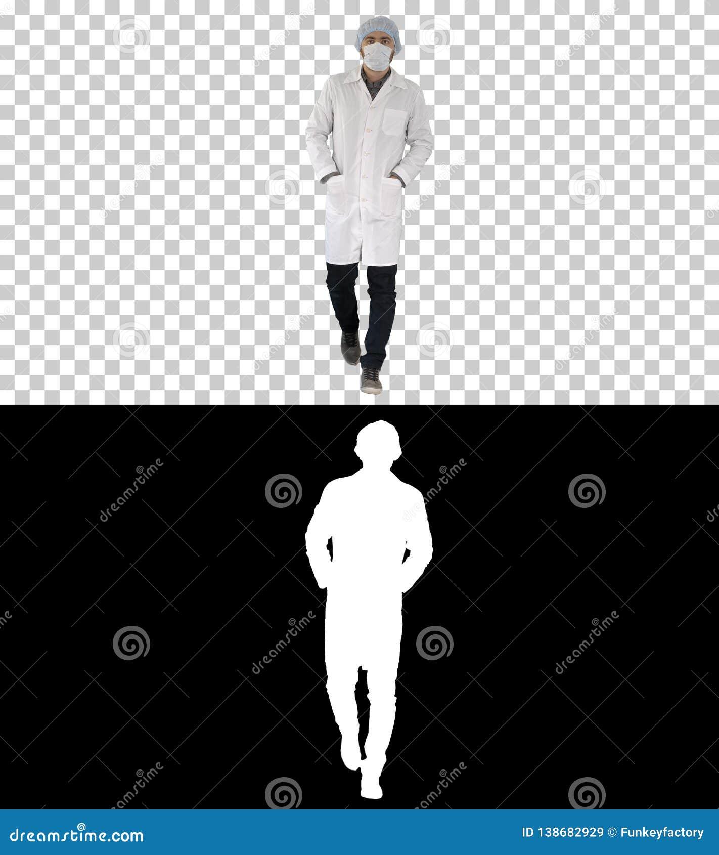 Medico maschio giovane di camminata che indossa maschera chirurgica, Alpha Channel