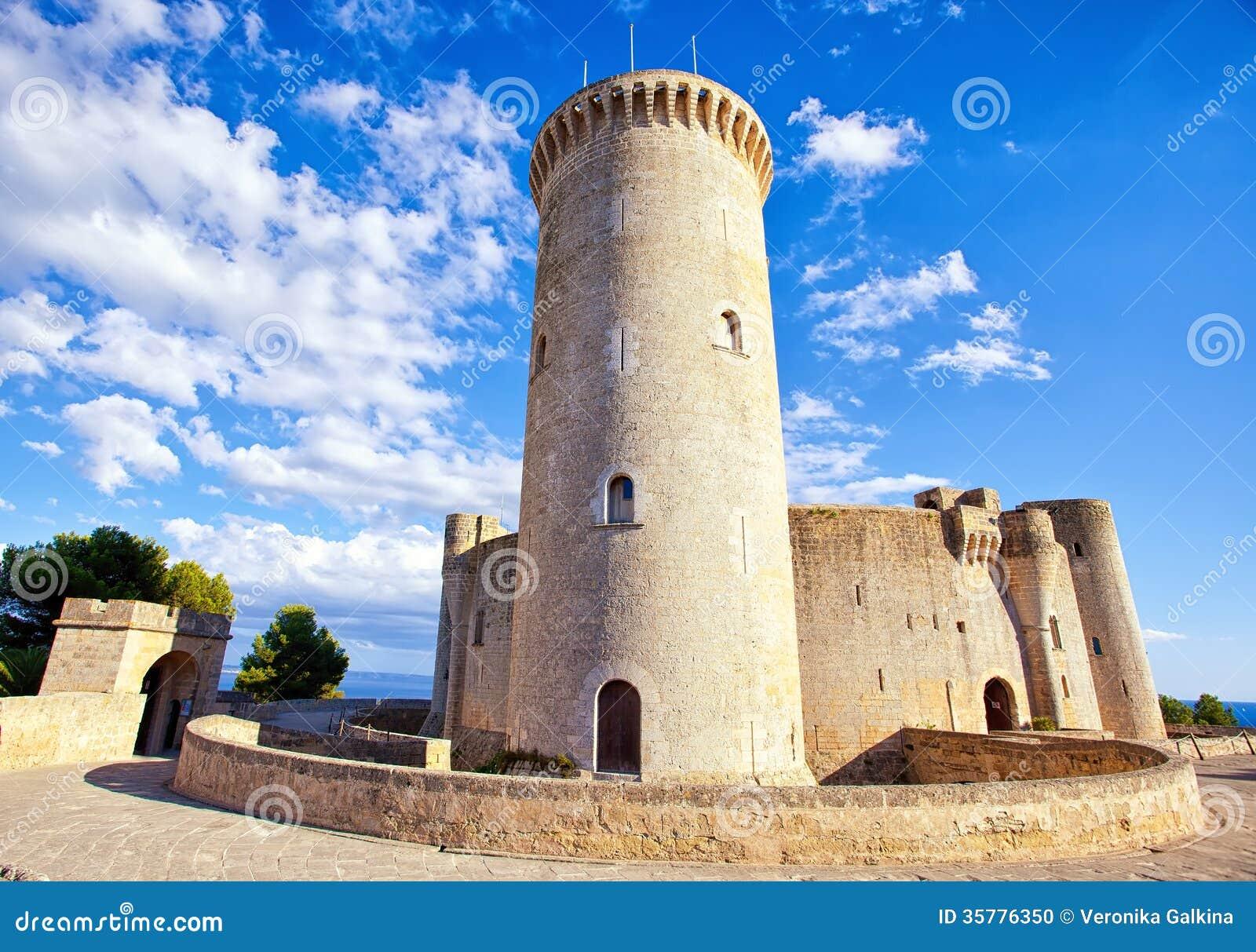 Medieval castle bellver in palma de mallorca stock photo for Oficina yoigo palma de mallorca