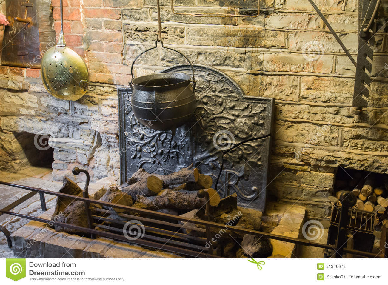 Cottage Kitchens in addition Uma Casa Pequena E Simples 1913 furthermore House Plans 1001 1500 Sq Ft as well Royalty Free Stock Photos Old Fashioned Horse Drawn Covered Wagon American Fkag Image39038508 as well Rose House Inn South Africa. on old fashioned farmhouse plans