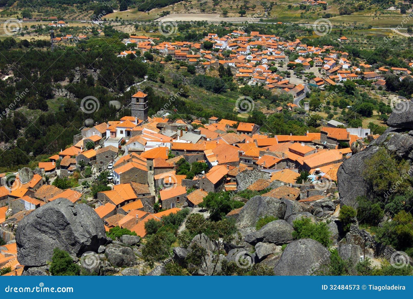 Medieval village of monsanto portugal stock photos for Acheter carrelage au portugal
