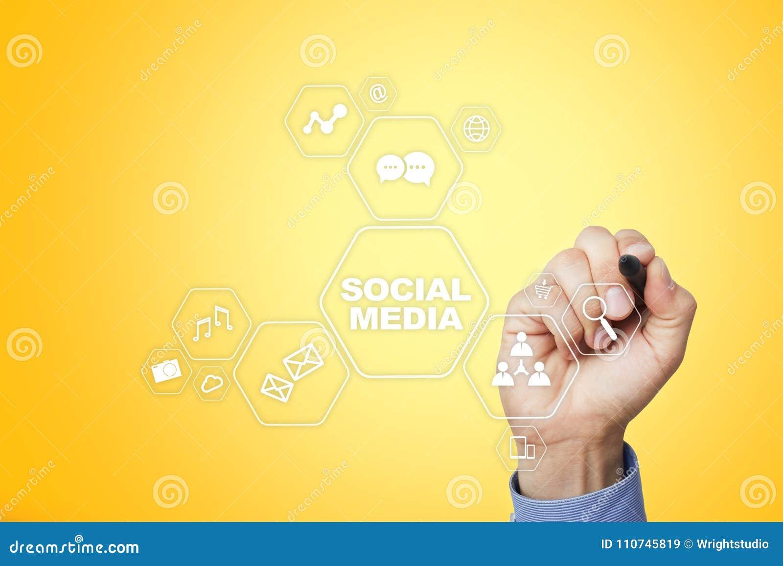 Medios concepto social en la pantalla virtual SMM comercialización Tecnología de la comunicación y de Internet