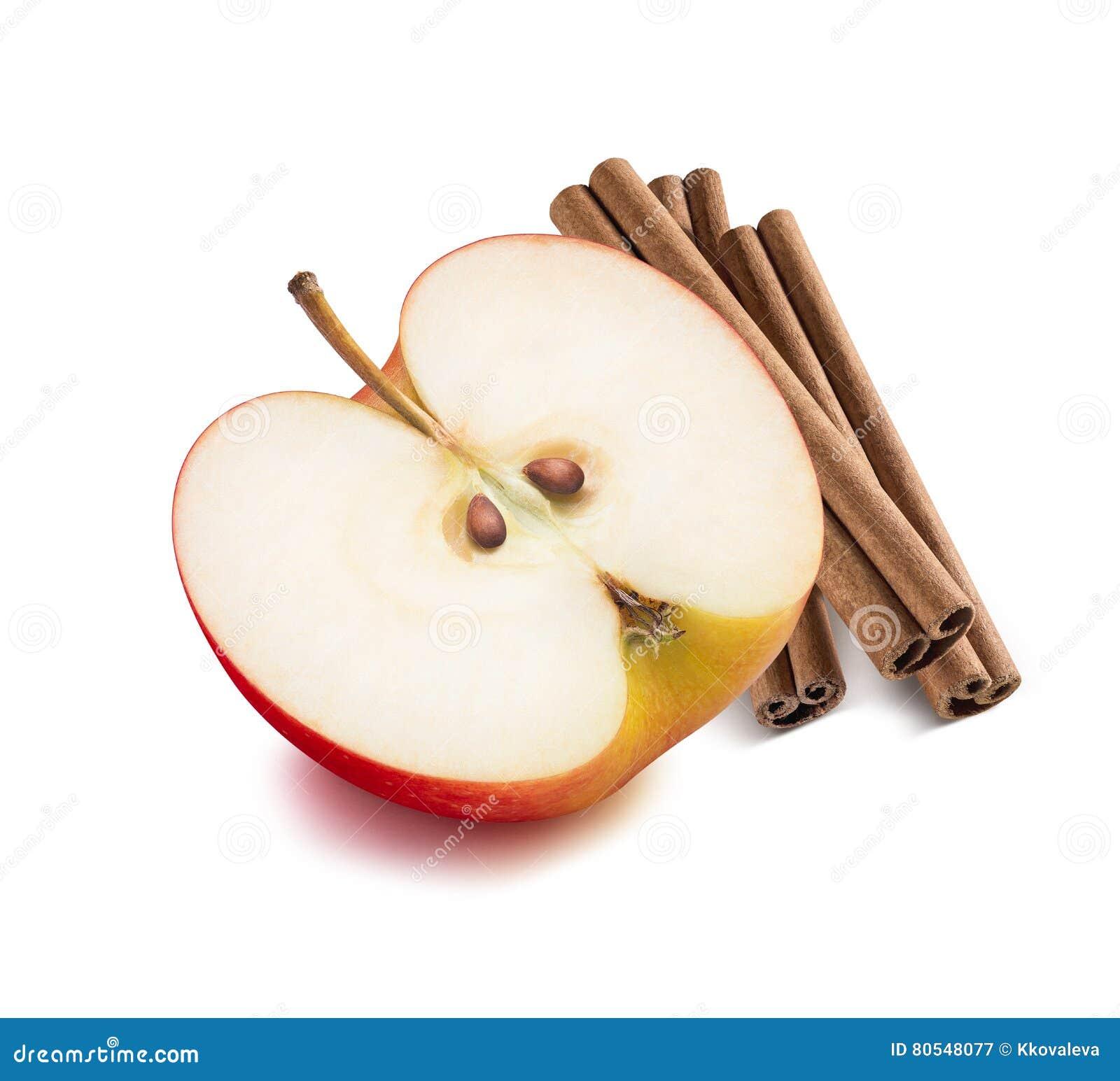 Medios palillos de canela de la manzana roja 2 aislados