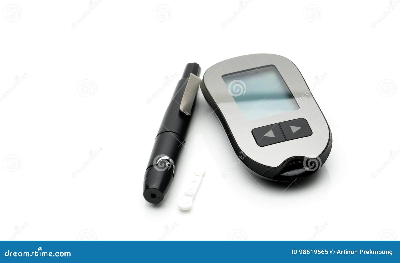Medische apparatuur om het niveau van bloedglucose te meten met het doorboren van penapparaat op witte achtergrond