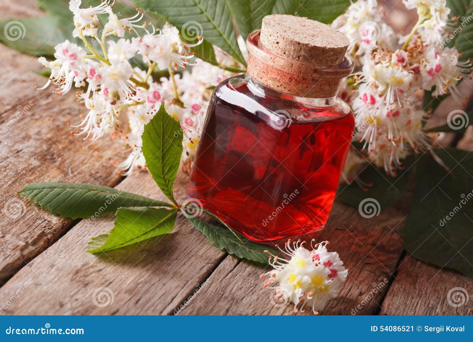 Medische tint van bloemenkastanje in een horizontale fles