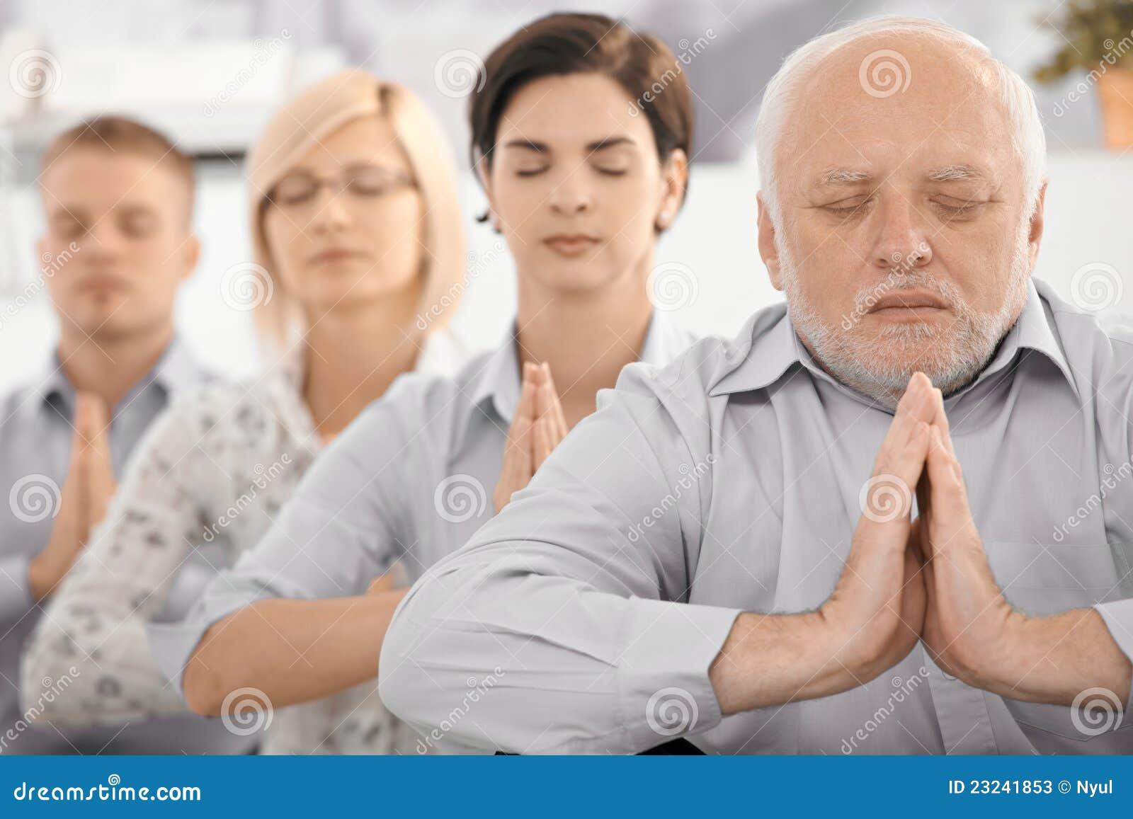 Meditating портрет команды
