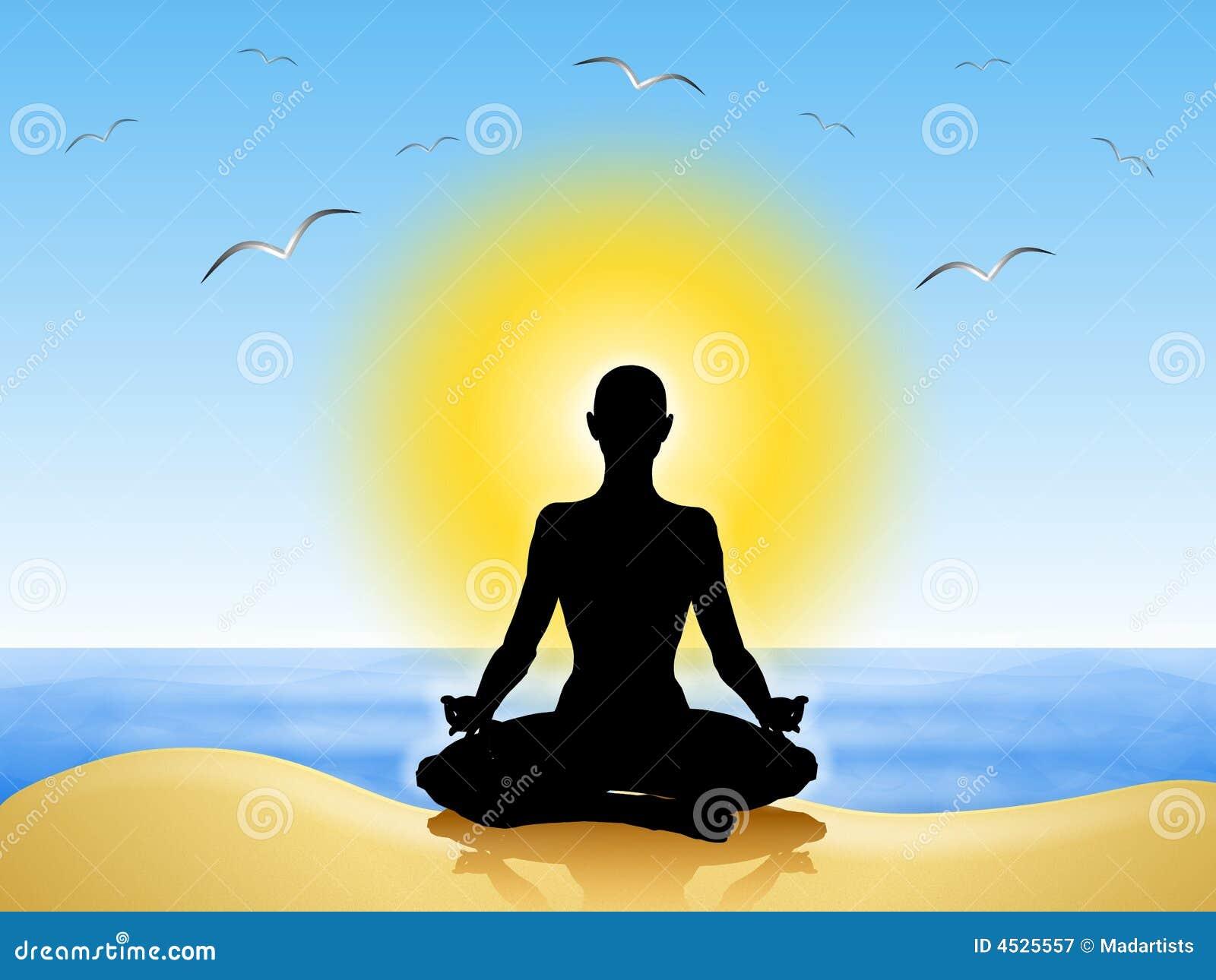 Di yoga nel fronte della sabbia in avanti nel sole con i gabbiani che