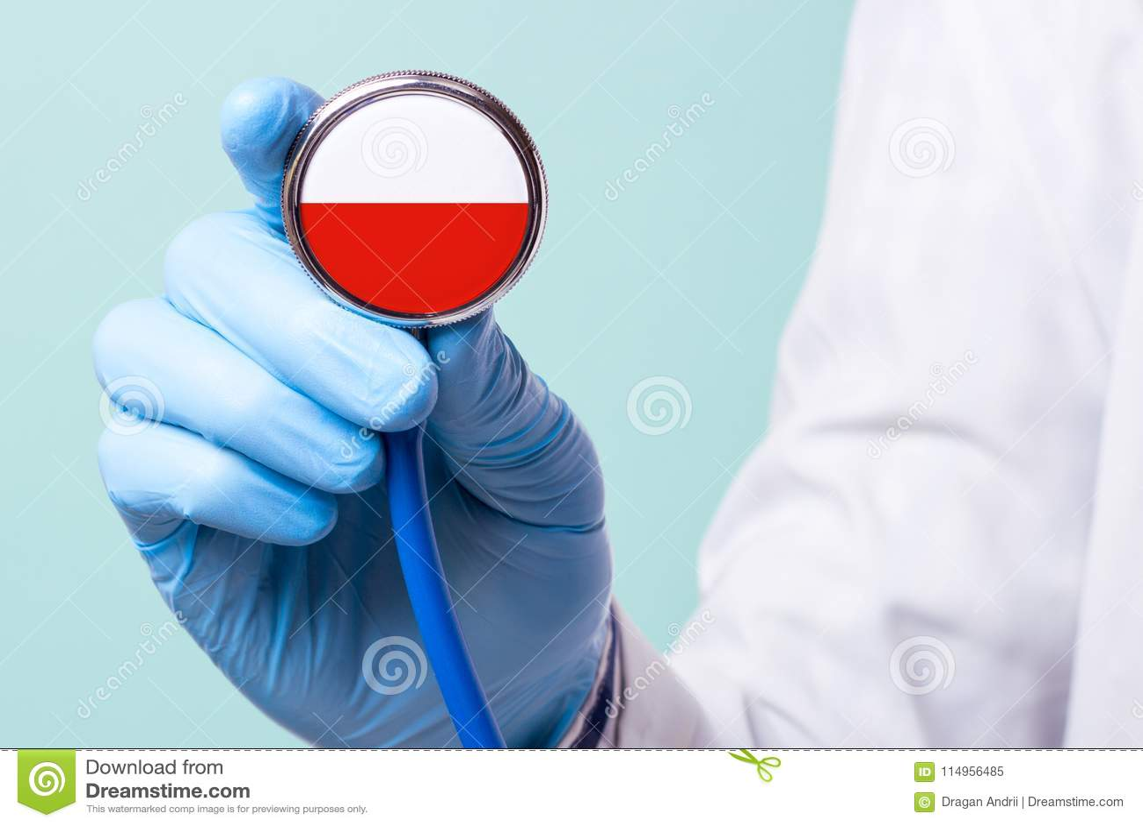 Medizin in Polen ist frei und zahlend Teure Krankenversicherung Behandlung der Krankheit am hochrangigsten Stethoskop in seiner H