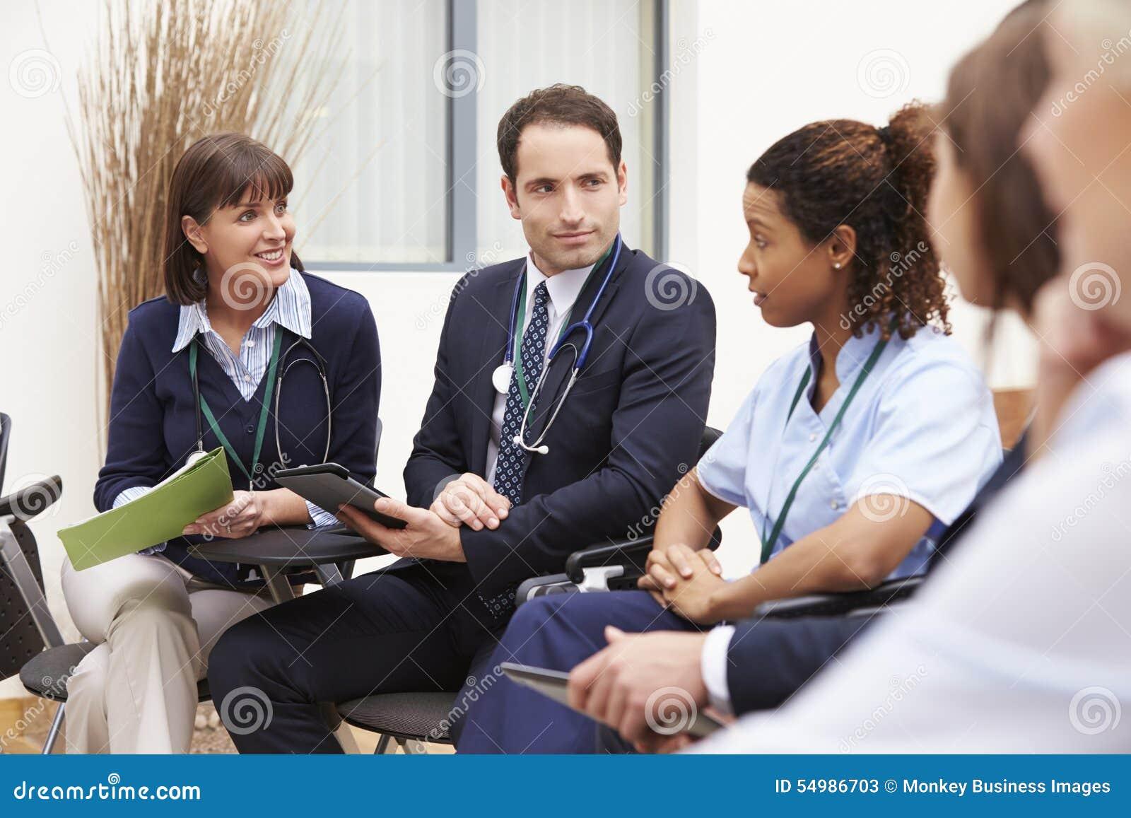 Medlemmar av den medicinska personalen, i möte tillsammans