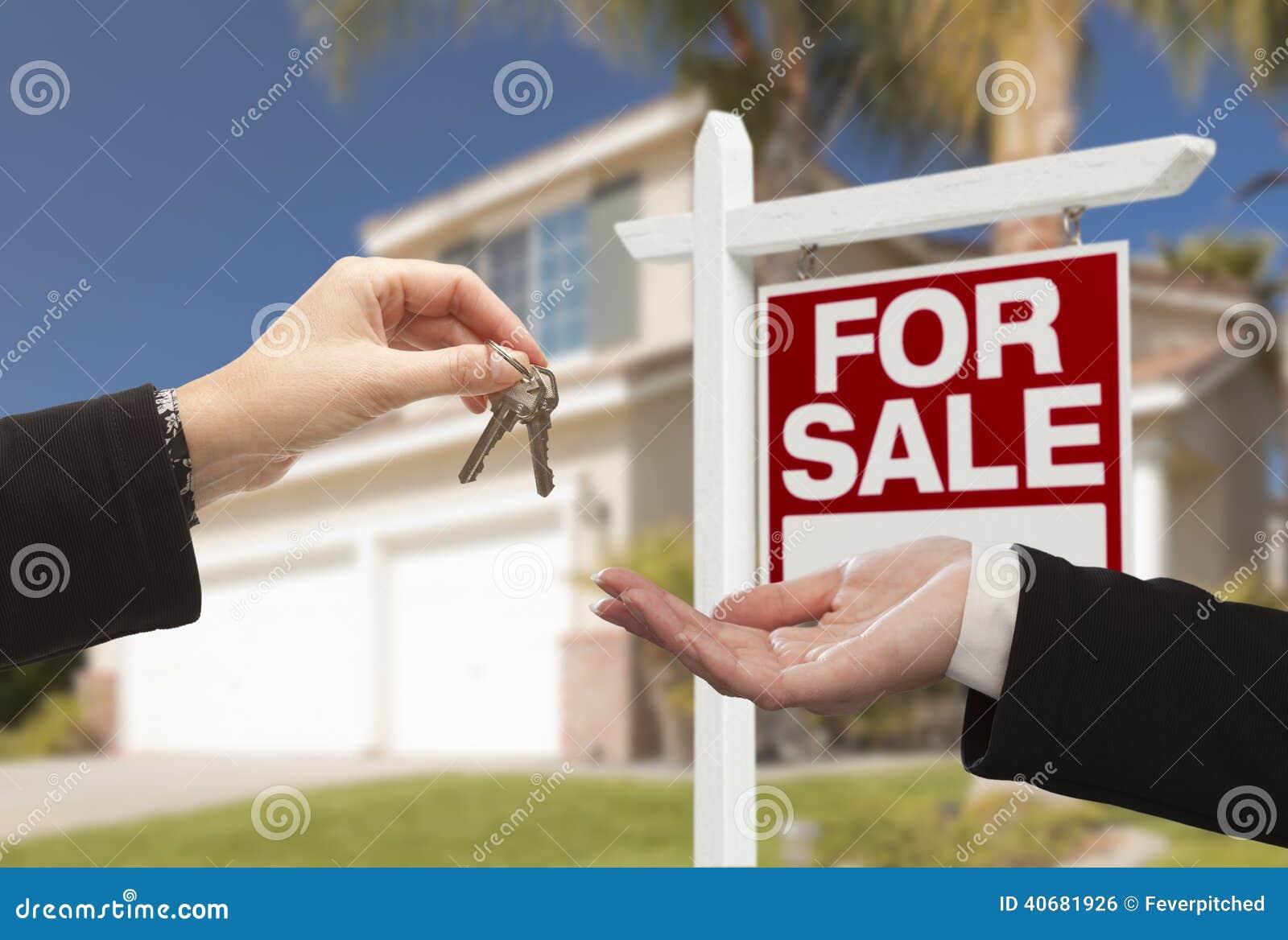 Medlet Handing Over House stämmer framme av nytt hem