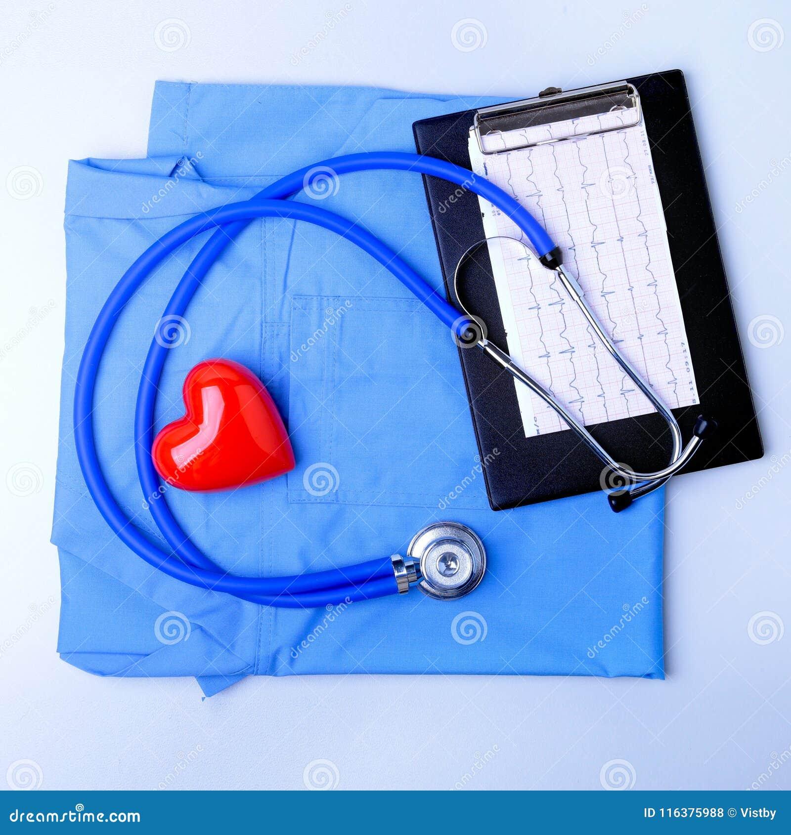 Medyczny stetoskop, cierpliwa medycznej historii lista, RX recepta, czerwony serce i błękit lekarka, mundurujemy zbliżenie medycz