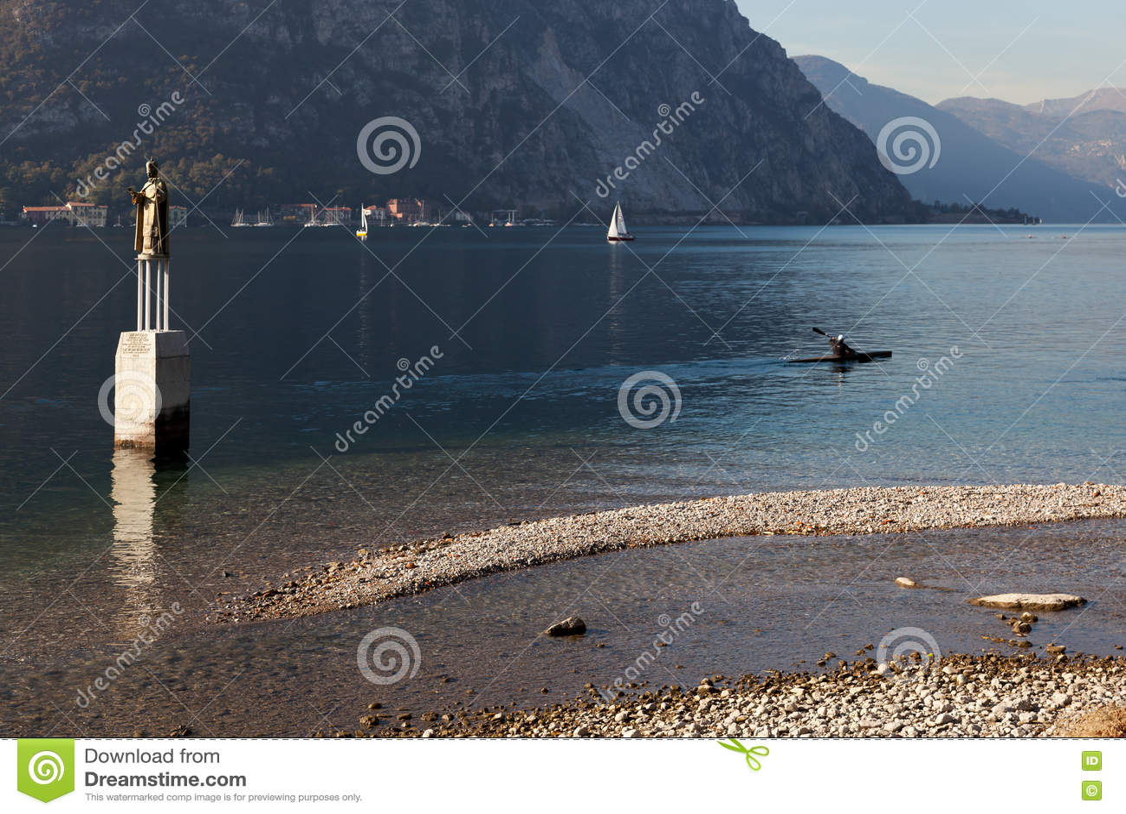 MEER COMO, ITALY/EUROPE - 29 OKTOBER: Kayaking op Meer Como Lec