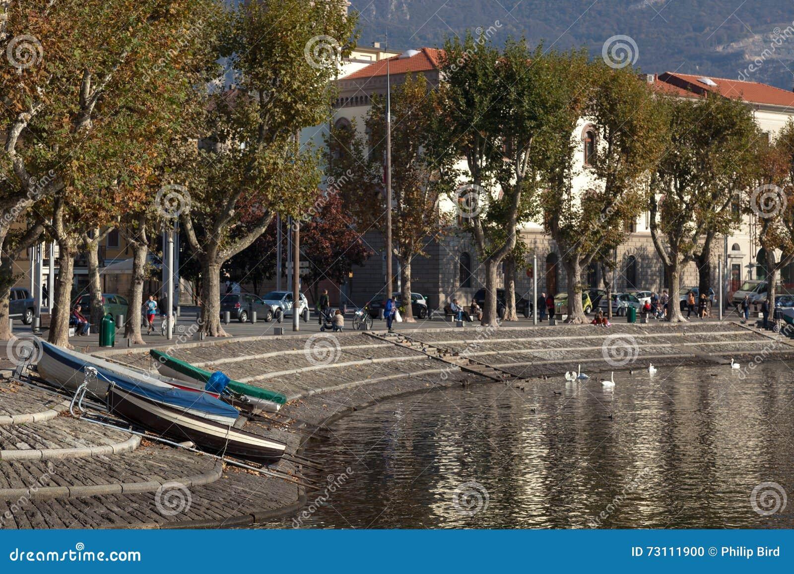 MEER COMO, ITALY/EUROPE - 29 OKTOBER: Lecco bij Meer Como in Ita