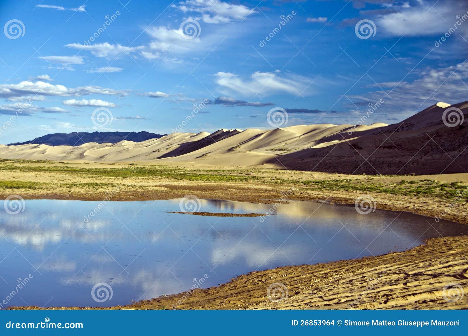 Meer in de Goby Woestijn, Mongolië