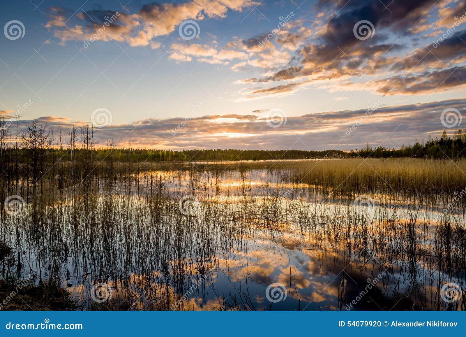 Meer en bautiful zonsondergang