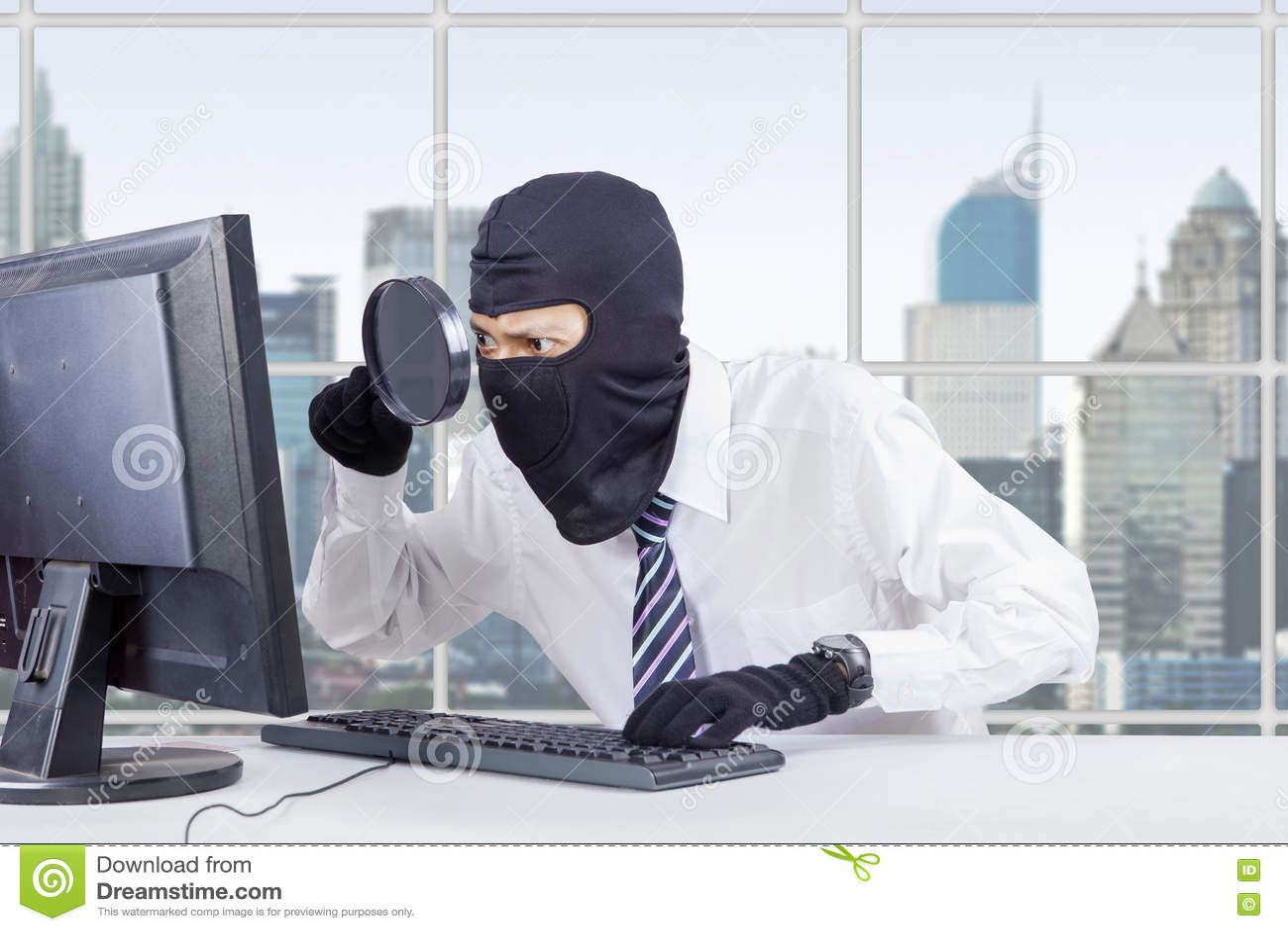 Meer magnifier hakkergebruik en masker om gegevens te stelen