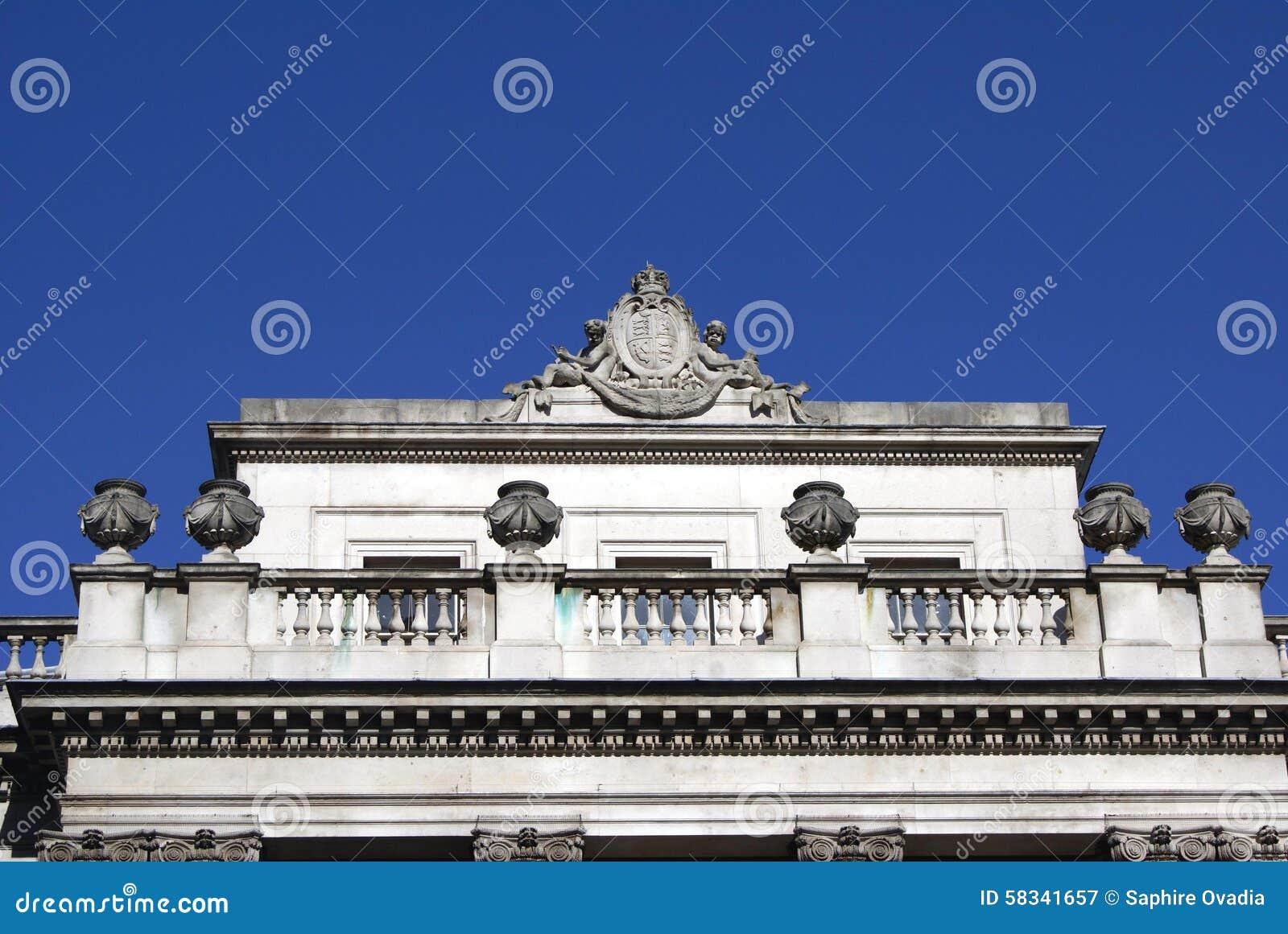 Meerminnen met een wapenschild en urnen van Somerset House, Londen, Engeland, Europa