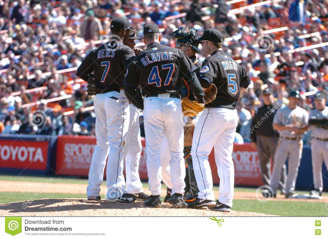 Coronavirius - Sports Related - Page 4 Meeting-mound-new-york-mets-players-jose-reyes-tom-glavine-paul-lo-duca-david-wright-anderson-hernandez-meet-73649972