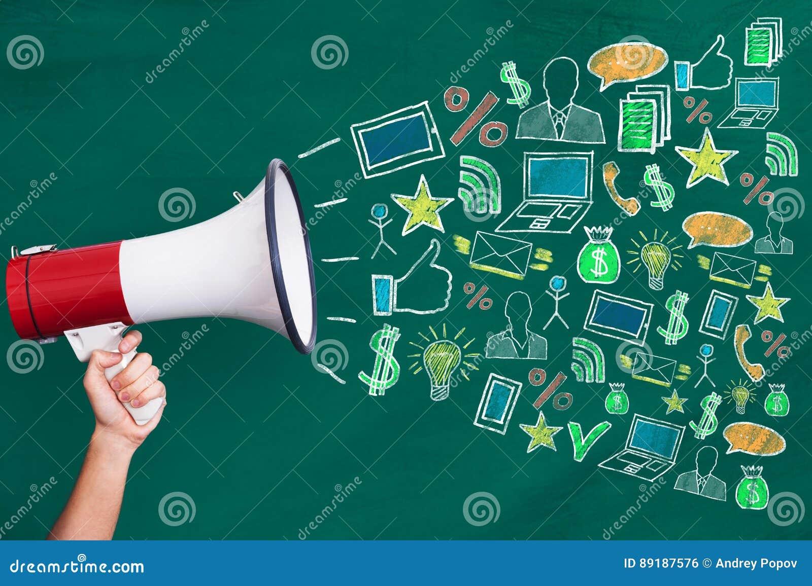 Megaphon mit Digital-Marketing-Konzept