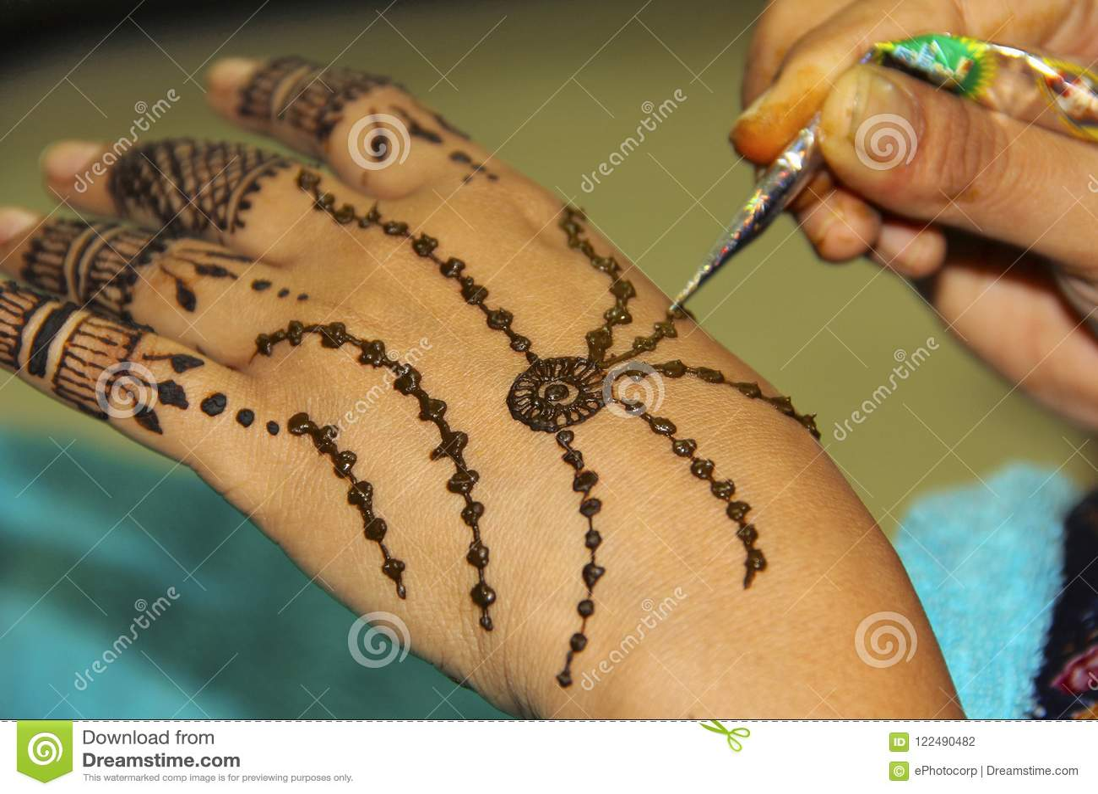 Mehendi Ou Tatouage De Dessin De Femme Sur Sa Propre Main Photo Stock Image Du Dessin Propre 122490482