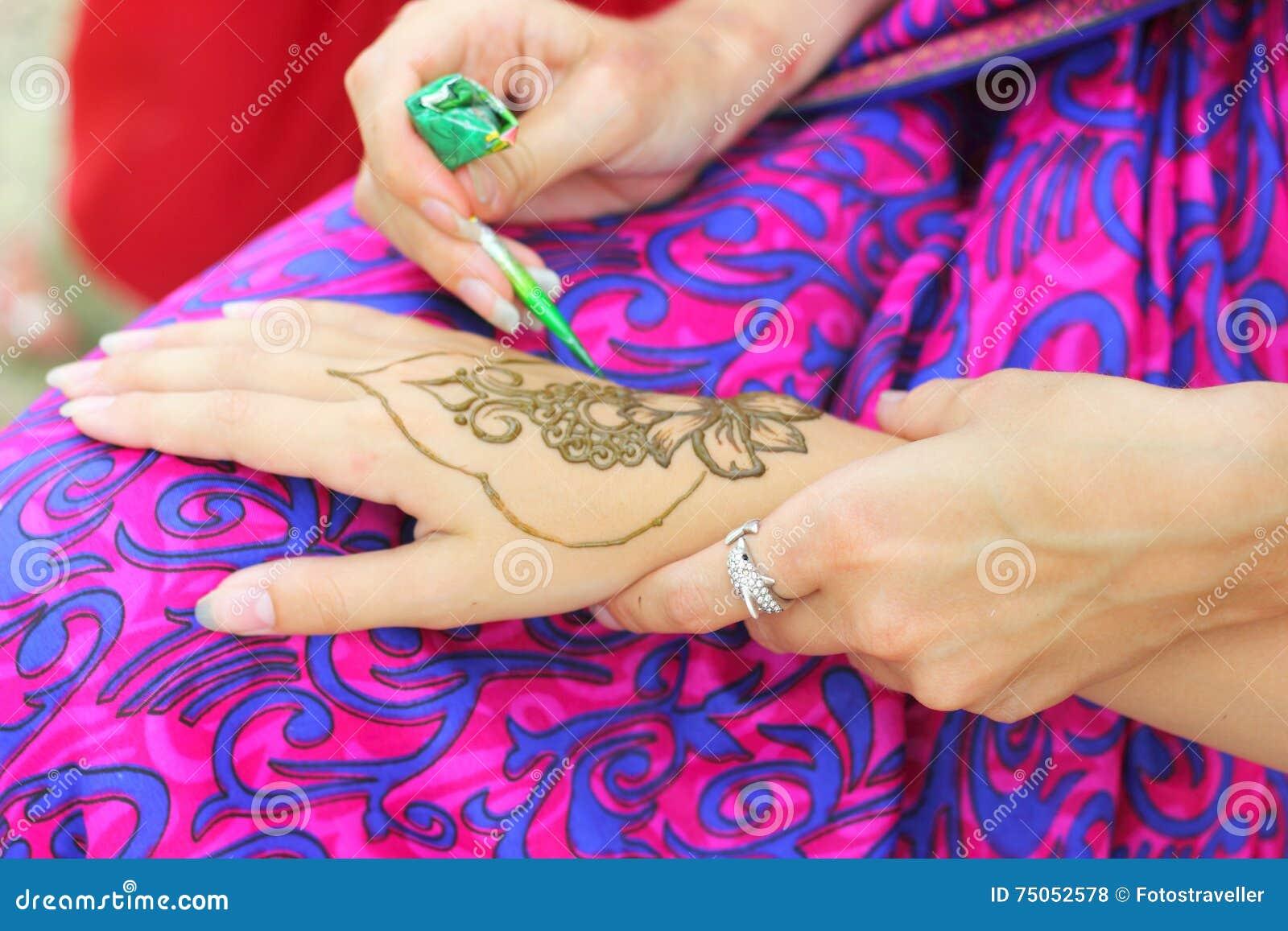 Mehendi : Peinture de corps de henné
