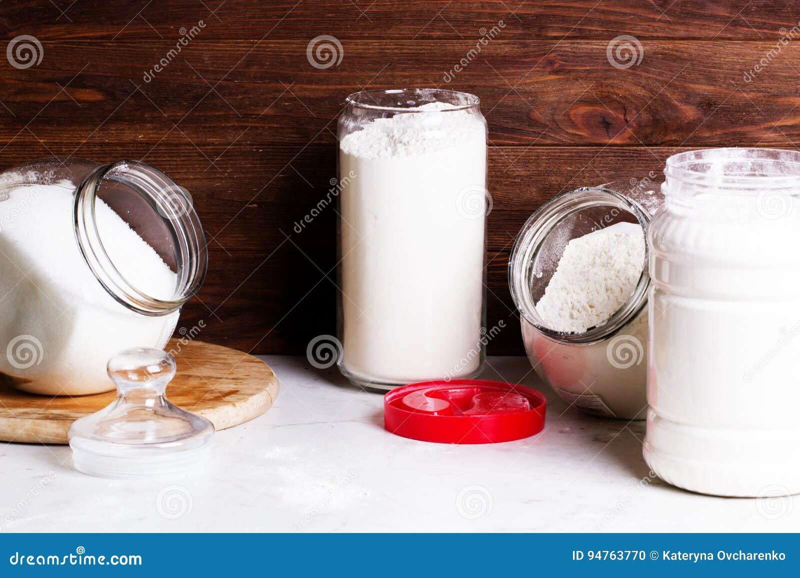 Mehl Und Andere Kuchengerate Das Konzept Von Einfachem Gesundem