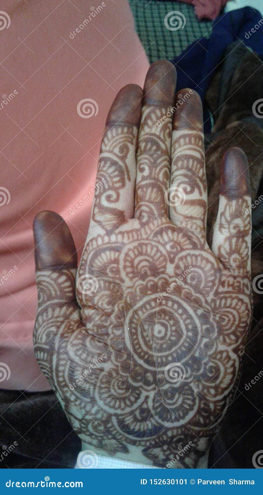 Mehndi di nozze di Himachali dello sposo