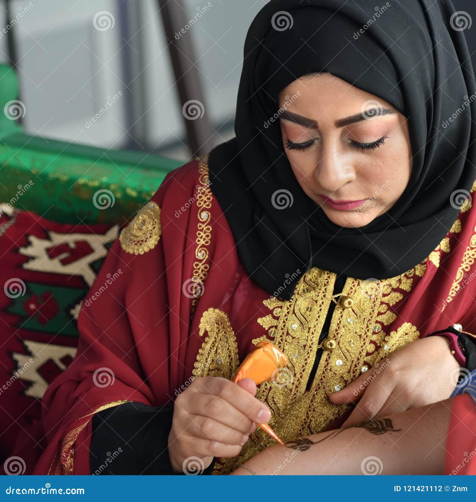 Mehndi Henny Tatuaż Mehndi Applier Przy Pracą Lub Henna
