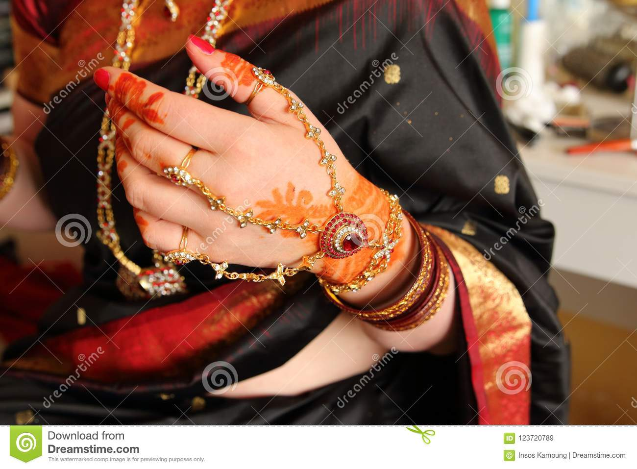 Mehndi On Wedding Day Stock Image Image Of Fingers 123720789