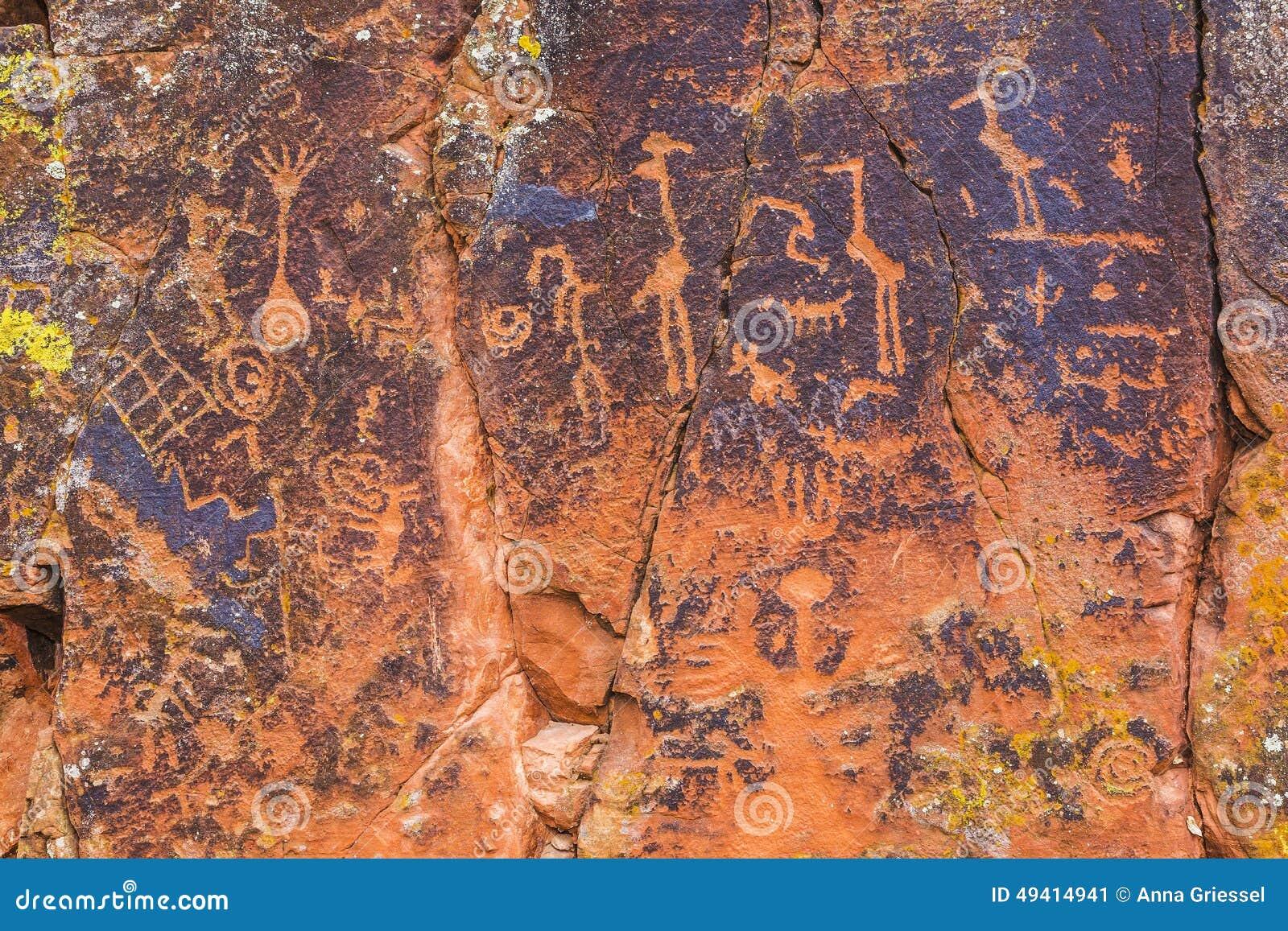 Download Mehrfache Petroglyphen Auf Einem Felsen Stockbild - Bild von glyph, archäologie: 49414941