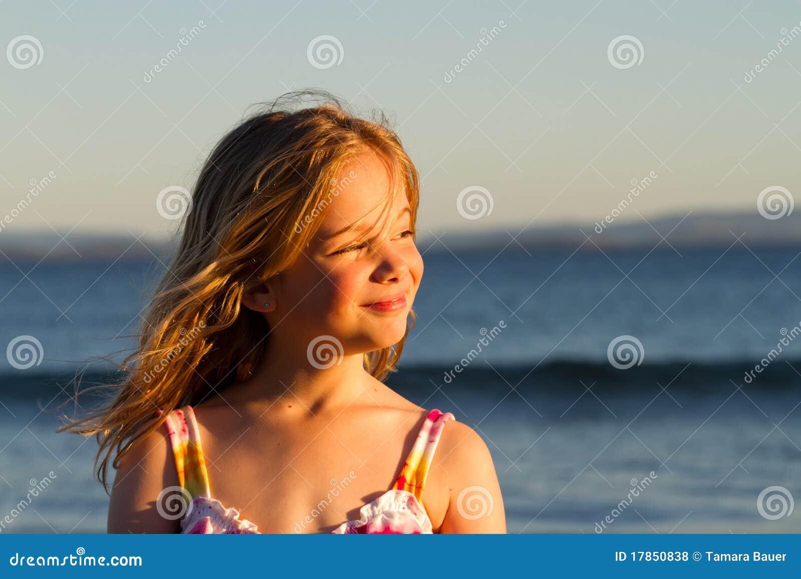 Meisje bij zonsondergang