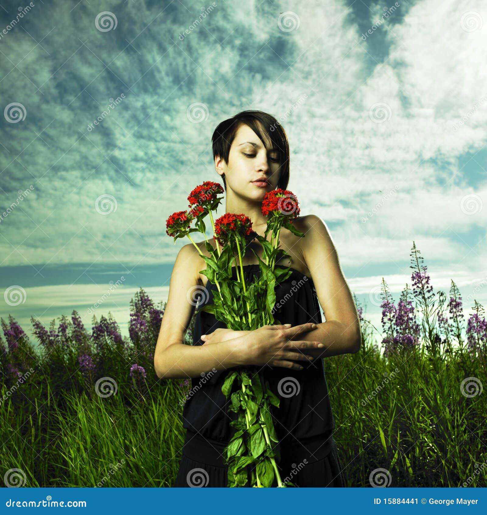 Meisje in bloemweide