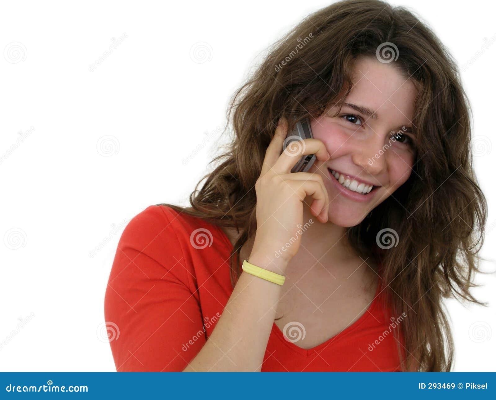 Meisje dat een mobiele telefoon met behulp van